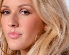 Ellie Goulding Replaces Rihanna for VS Fashion Show