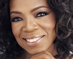 Oprah Signs Book Deal for 2017 Memoir
