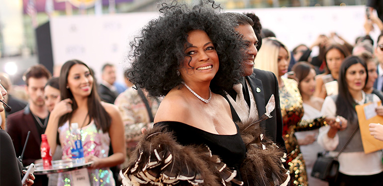 Diana Ross' Show Goes on, Despite Car Accident