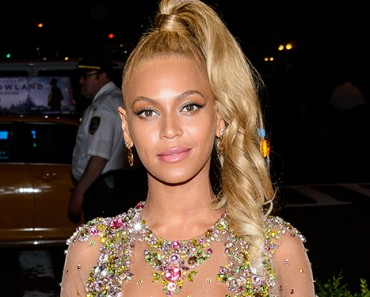 Beyoncé Wins CFDA Fashion Icon Award